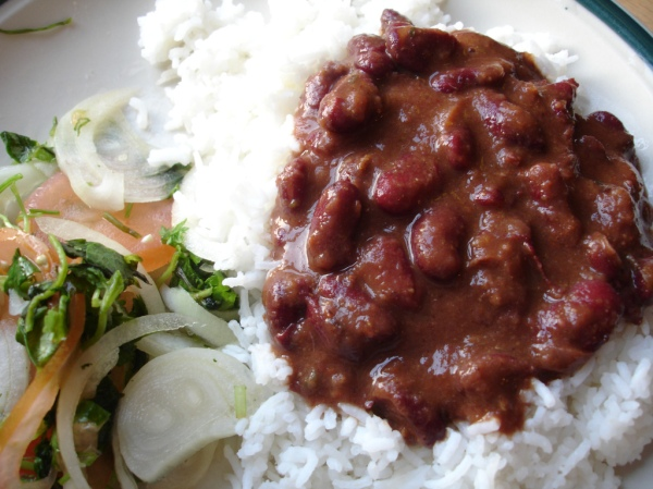 Rajma,_kidney_beans,_served_with_chawal,_rice